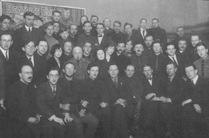 Годовщина журнала «Огонек». Михаил Кольцов в первом ряду второй слева. Апрель 1924 года