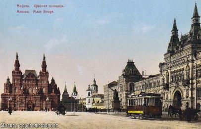 Вид Красной площади начала XX века. Виден трамвай и расположенный у стен нынешнего ГУМа памятник Минину и Пожарскому