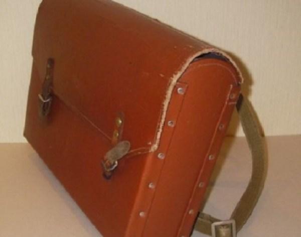 Школьный ранец 30-х годов. Примерно с таким ходил в школу Валентин Москалев