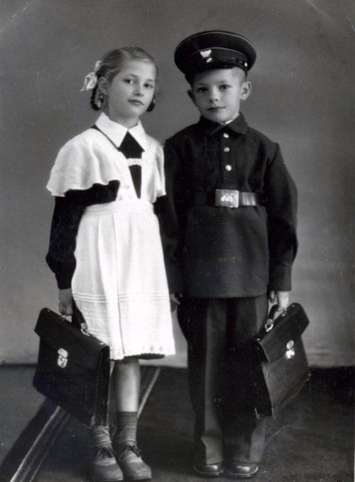 Первая советская школьная форма мало отличалась от гимназической
