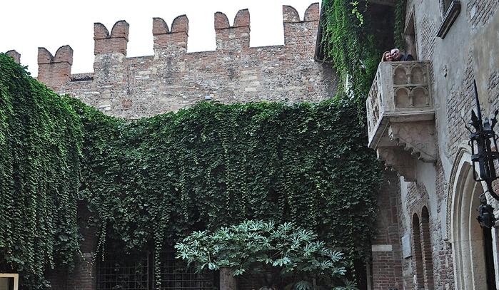 Во дворе Дома Джульетты, Верона