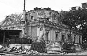 К концу 1980-х годов храм был почти полностью разрушен.
