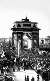 торжество, триумфальная арка, фотография, толпа