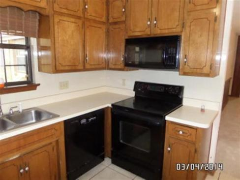 kitchen-before-paint-and-appliances