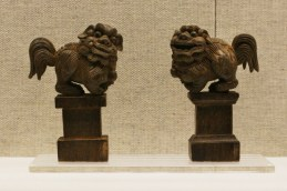 Holzlöwen der Bai-Minderheit (20. Jahrhundert), Shanghai Museum