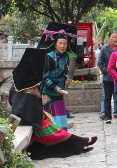 Alte Frauen in Tracht, Lijiang Old Town