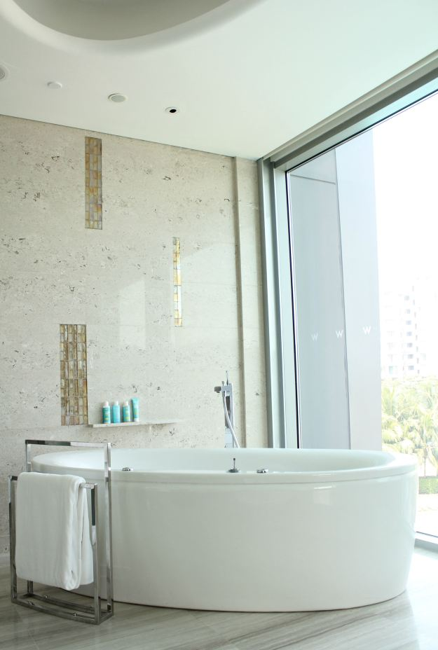 W_Singapore_marvelous_suite_1_bathroom_photo_by_Little_Big_Bell