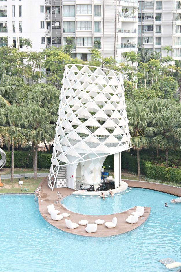 W_hotel_Singapore_pool