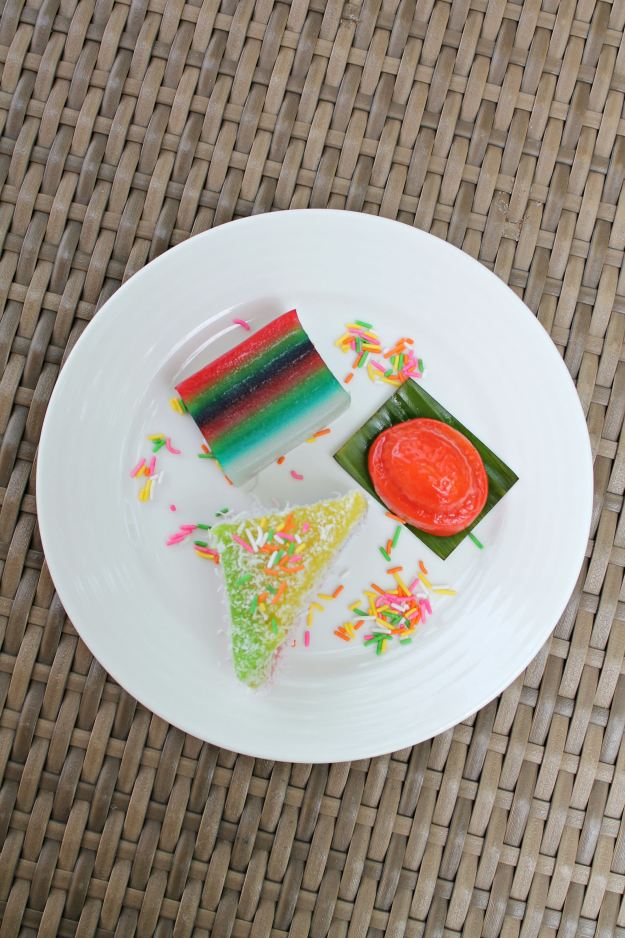 Colourful-kuih-Shangri-La-Rasa-Sentosa-resort-photo-by-Little-Big-Bell