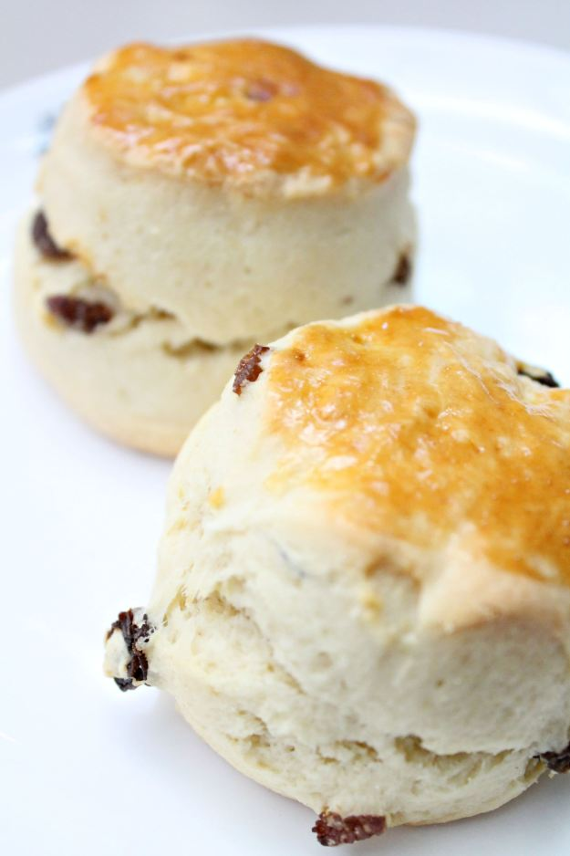 English-cream-tea-at-the-grill-and-bar-Le-Meridien-Picaddilly-photo-by-Little-Big-Bell