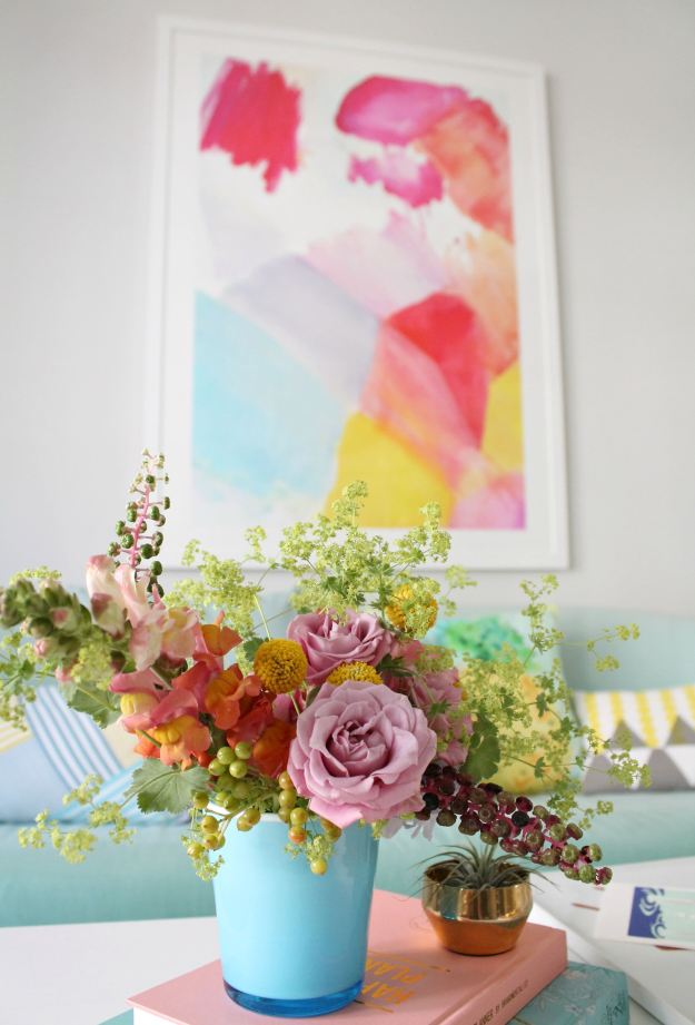 Summer-flower-arrangement-by-Little-Big-Bell