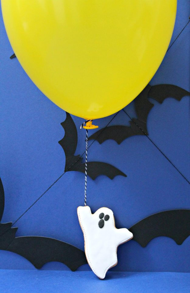 Happy-Halloween-with-Balloontime-helium-styling-and-photo-by-Little-Big-Bell