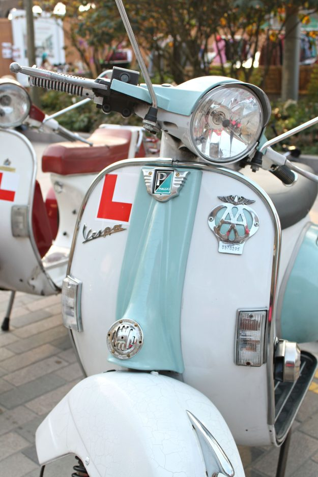 Vespas-at-the-classic-car-boot-sale-London-photo-by-Little-Big-Bell
