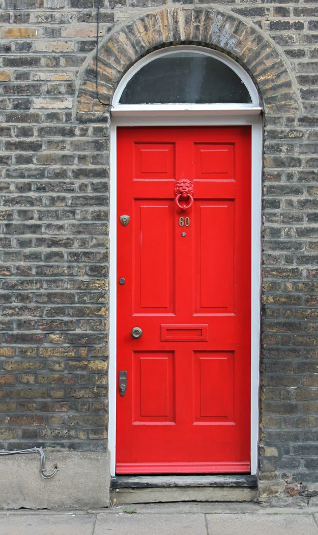 red-door-London-photo-by-Little-Big-Bell