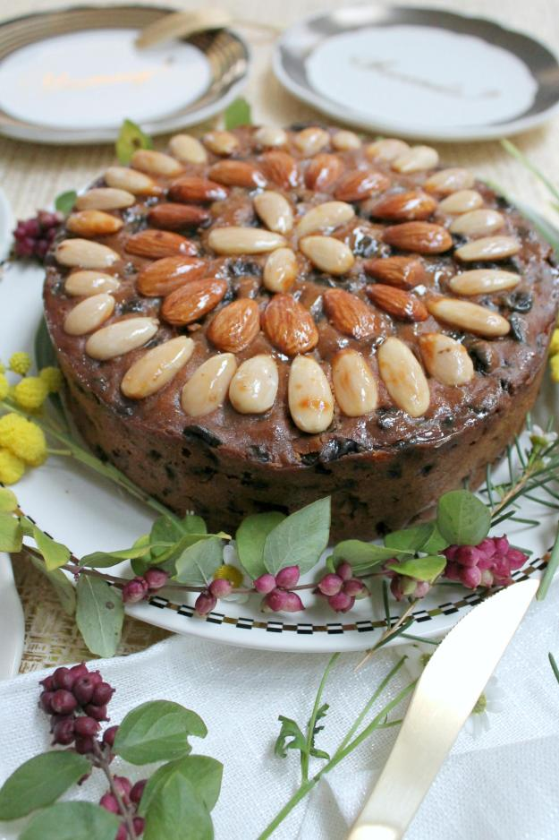 Christmas-almond-cake-photo-by-Little-Big-Bell