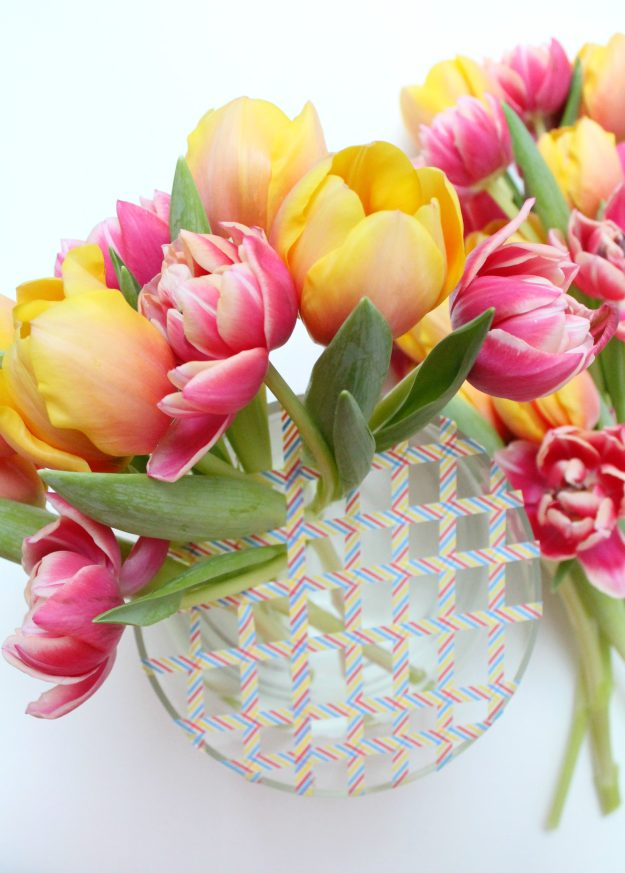 Tulips-arrangement-with-grids-photo-by-Little-Big-Bell