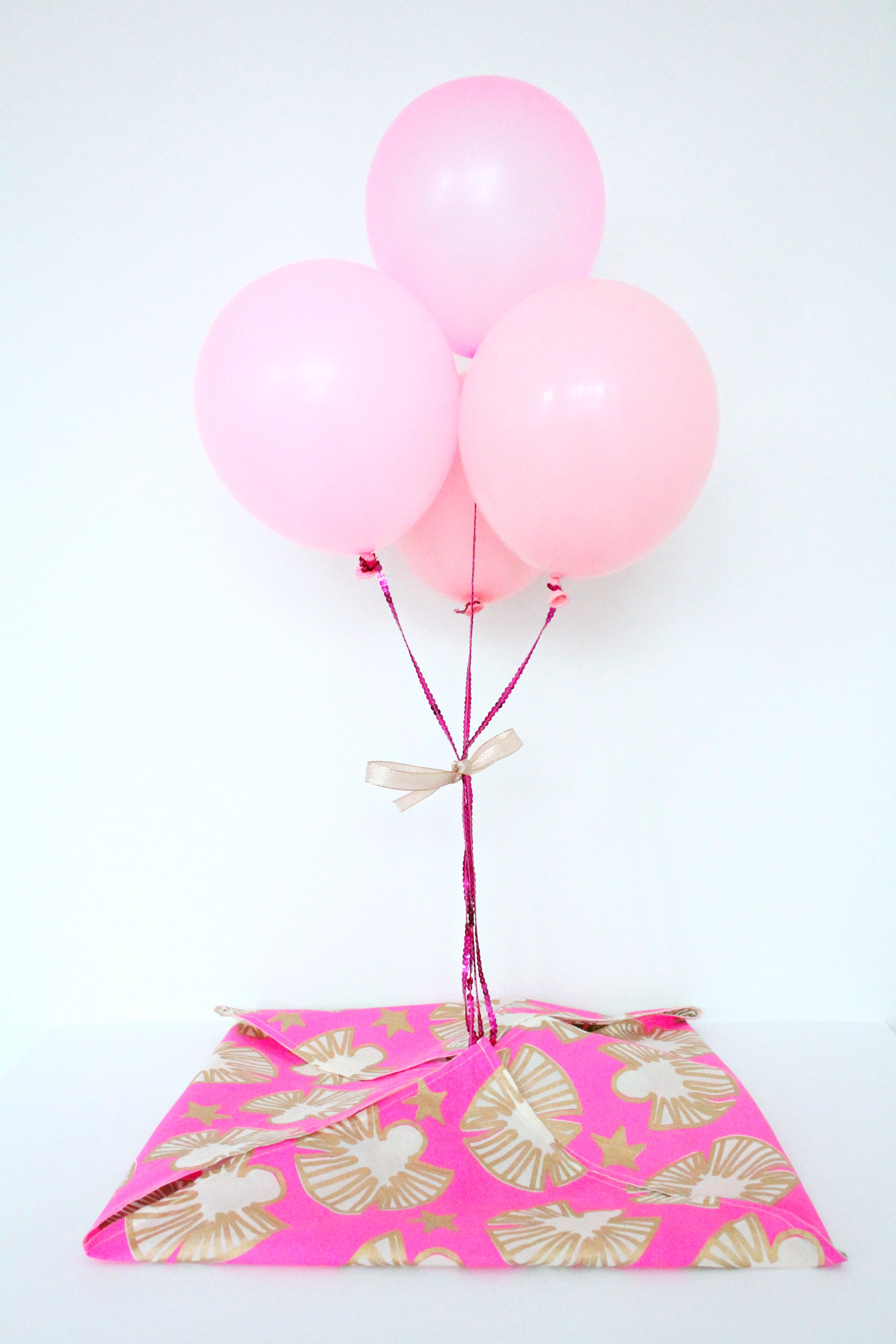 littleBIGBELL How to create a gift surprise with balloons. -