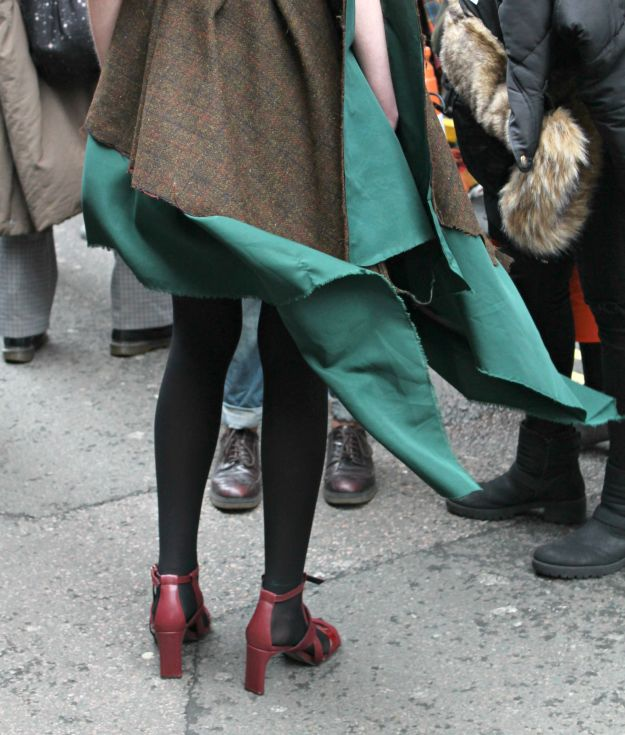 Emerald-green-at-London-Fashion-week-photo-by-Little-Big-Bell