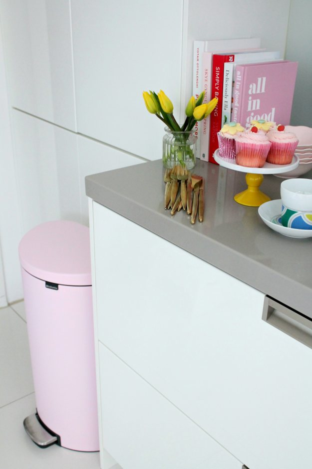 Pink-kitchen-bin-Brabantia-photo-by-Little-Big-Bell