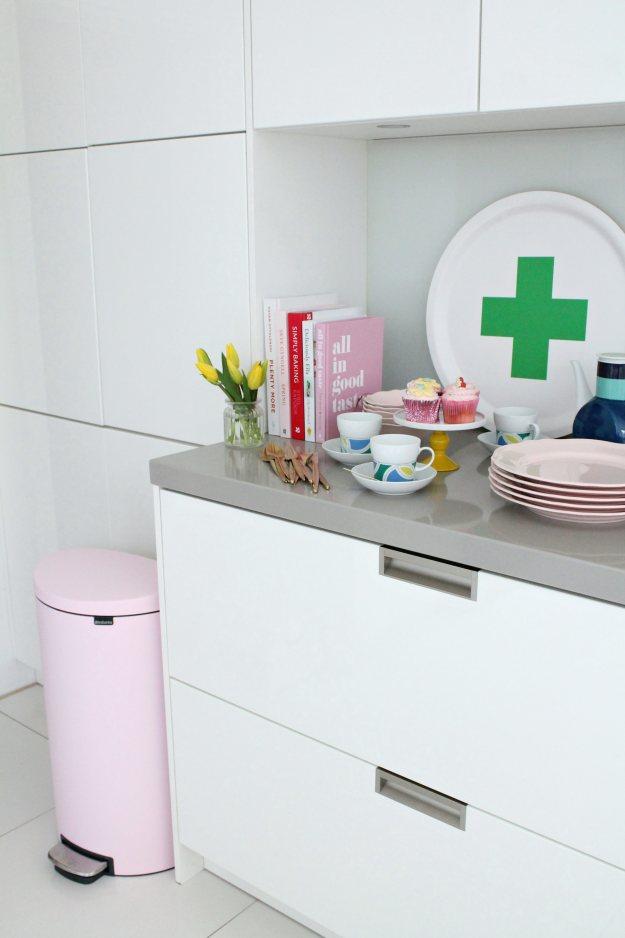 White-modern-kitchen-photo-by-Geraldine-Tan