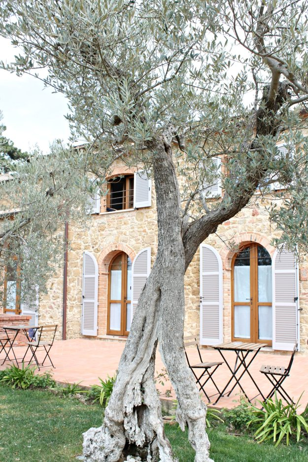 Borgo-Sant'Ambrogio-resort-photo-by-Little-Big-Bell