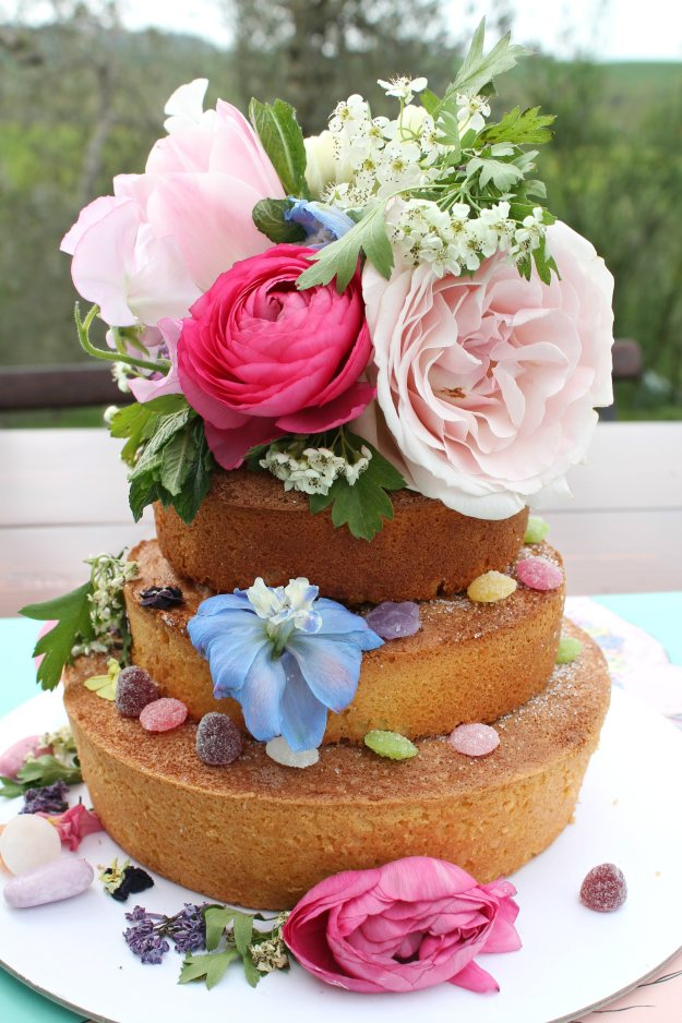 Flower-society-cake-decorating-photo-by-Little-Big-Bell
