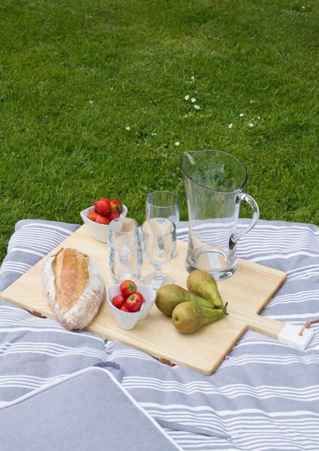 Outdoor-picnic-The-White-Company-photo-by-Geraldine-Tan-Little-Big-Bell