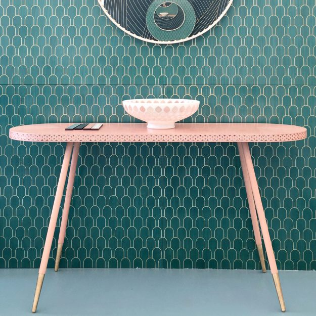 pink-hallway-console-table-by-bethan-gray-london-design-festival-photo-by-littlebigbell