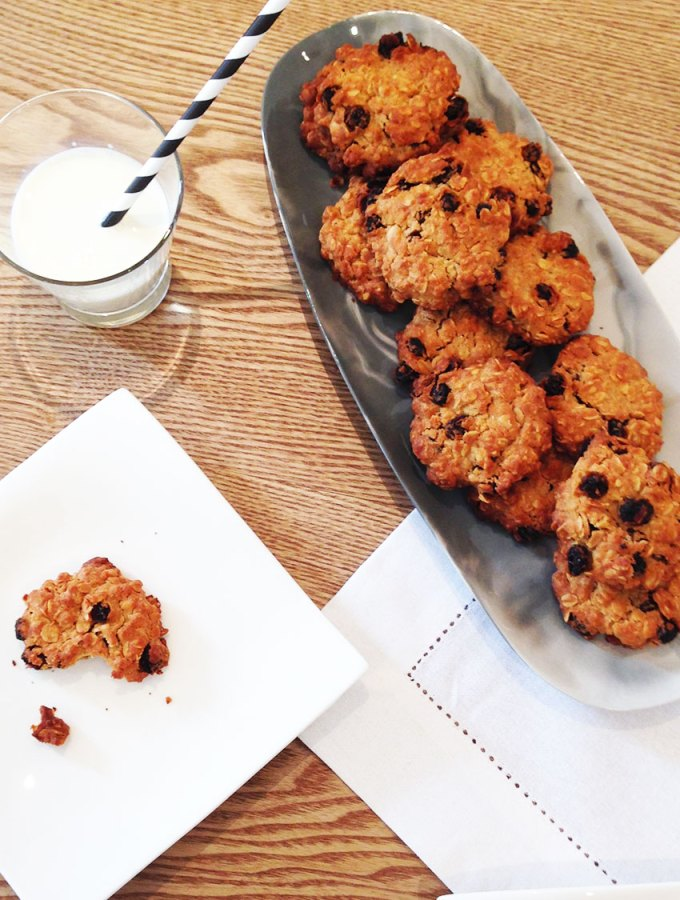 oatmeal and raisin cookie - perfect afternoon snack