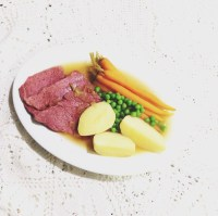 Corned beef in broth with baby carrot, potato and peas