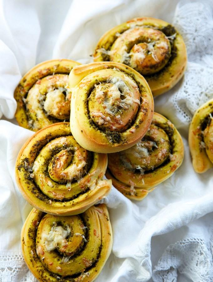 Kale Pesto Bread Rolls
