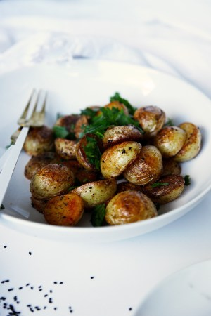Quick crispy potatoes - ready in no time and lightly spiced with nigella seeds, cumin seeds and coriander seeds.