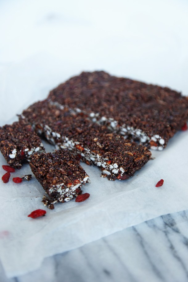 Raw power puff bars - no cooking required. Mix and allow to set. Made with puffed rice, cocoa and all good things...