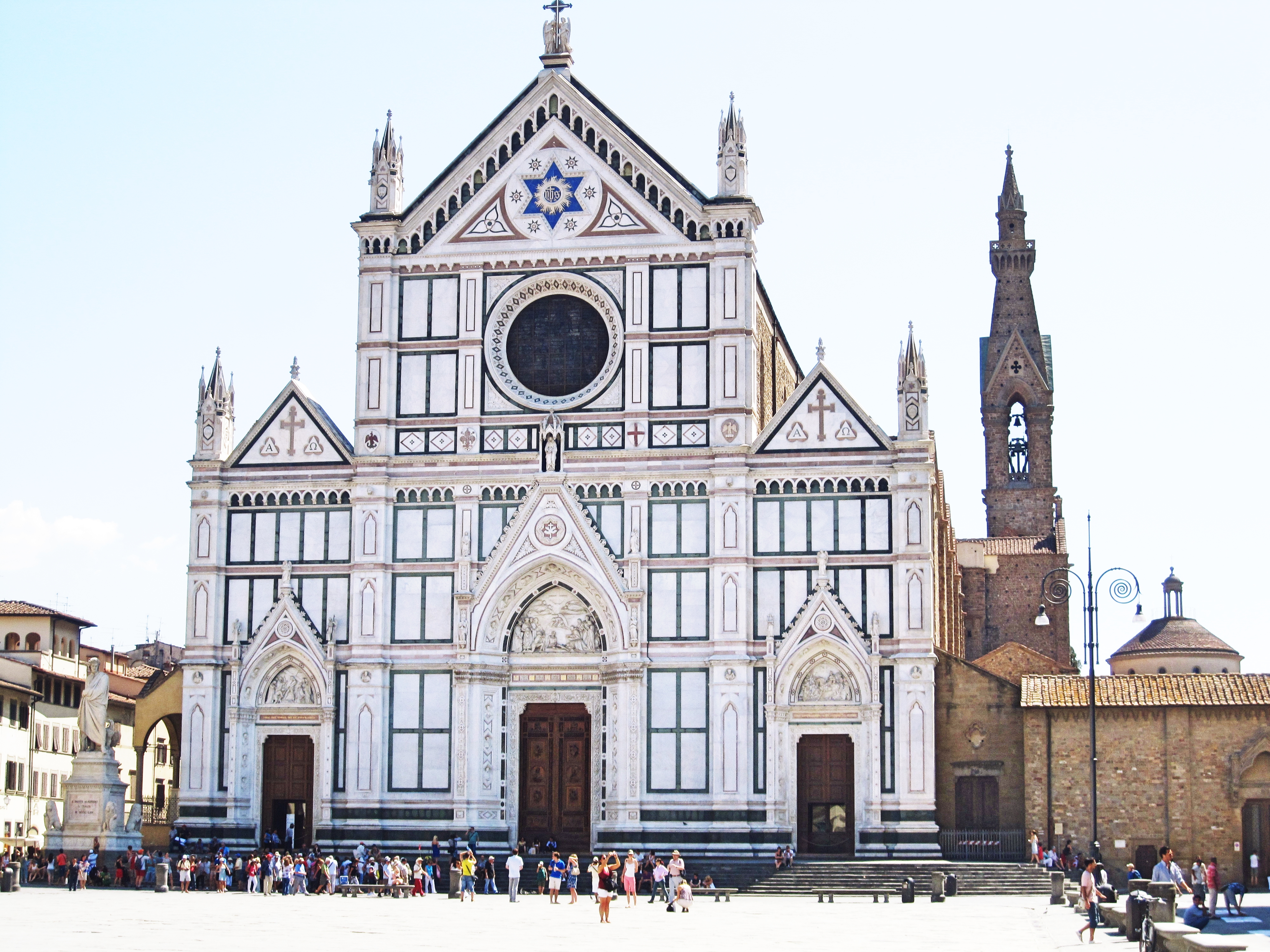 The Basilica de Santa Groce houses the tombs of many influential Italian personalities