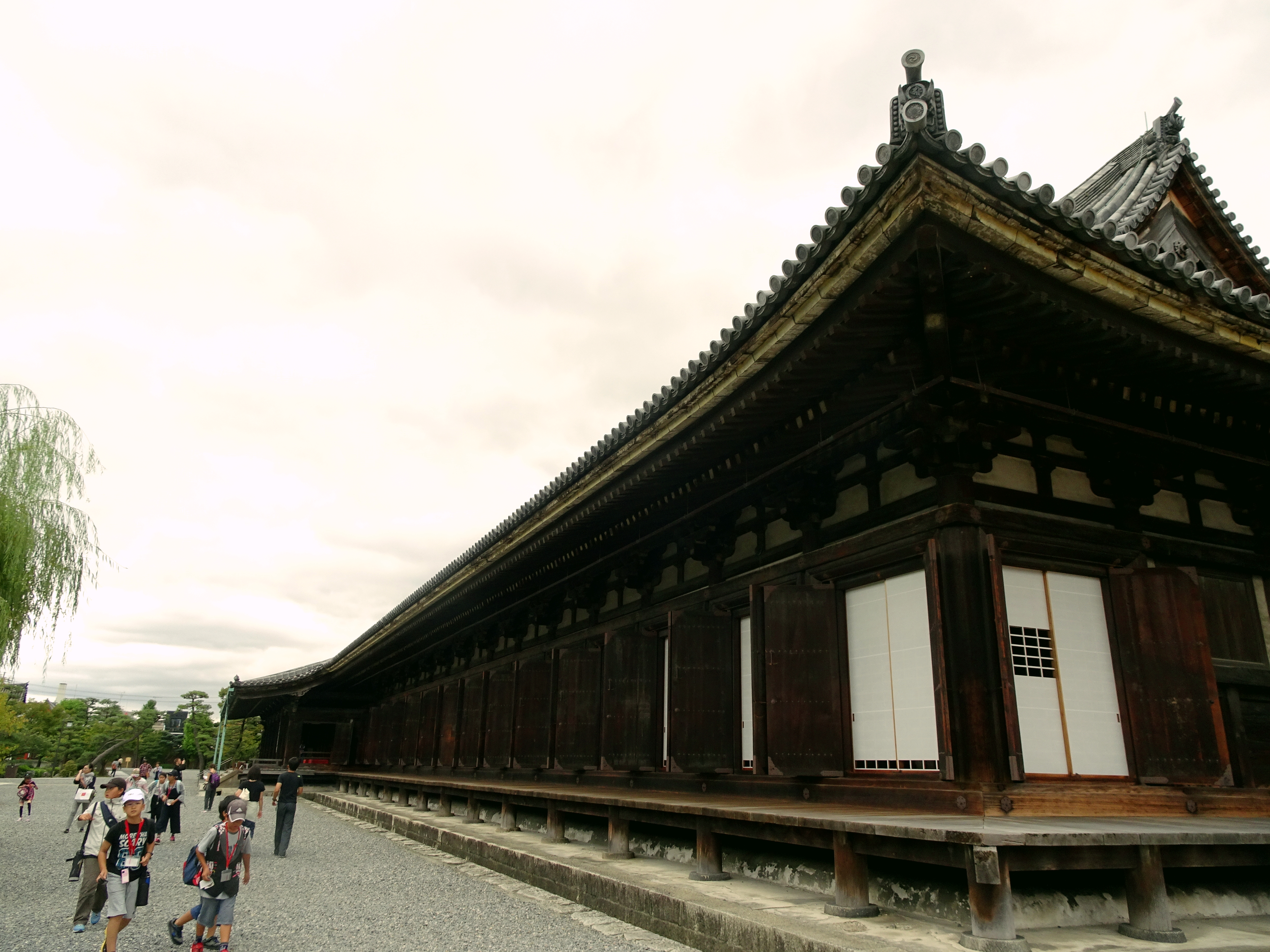 Sanjusangendo in Kyoto houses 1000 Armed Kannon statues