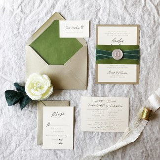 little-bit-heart_IRLelegant-greenery-wedding-invitation1