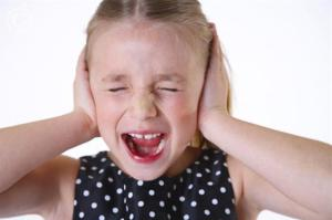 girl_with_hands_over_ears_screaming_42-17094837