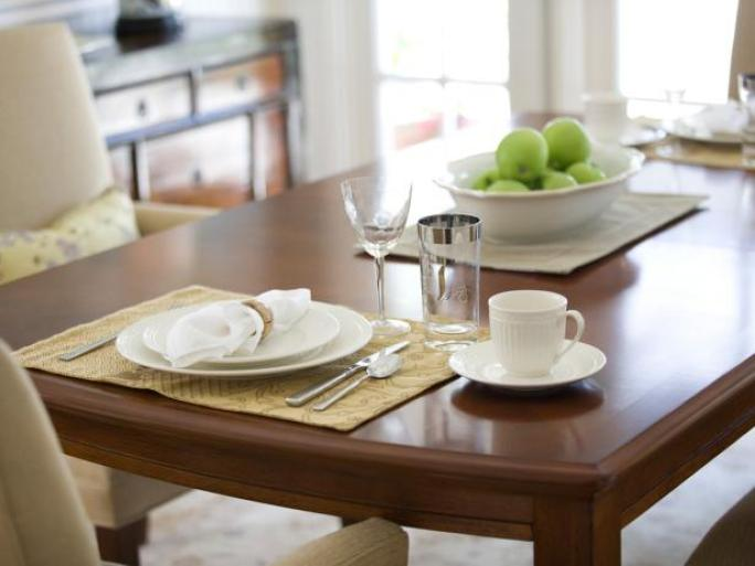 DP_Debbie-Talianko-neutral-wood-inlay-table-dining-room_h.jpg.rend.hgtvcom.616.462.jpeg