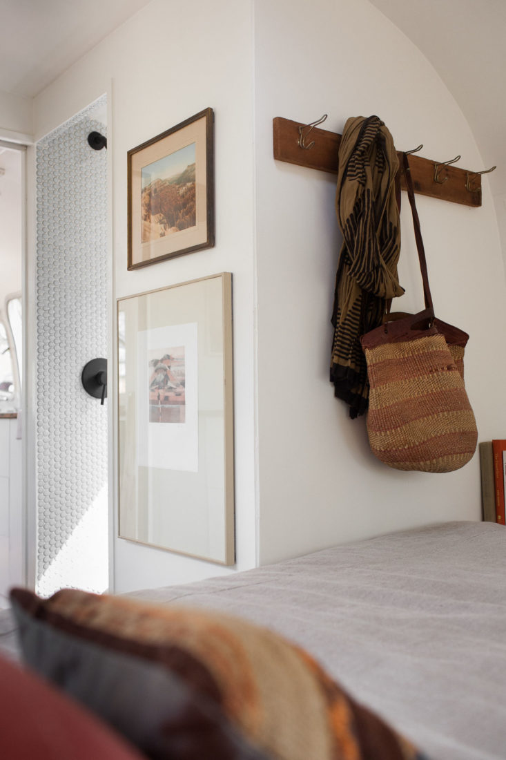 modern-caravan-airstream-remodel-bedroom-detail-733x1100.jpg