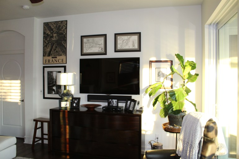 littleblackdomicile.com gallery wall