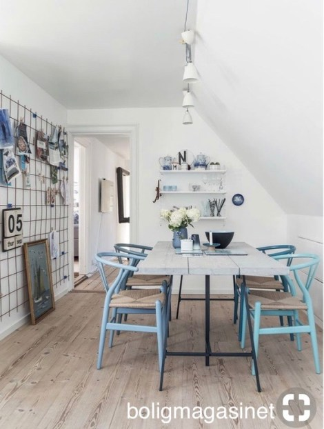 bolignagasinet mixed blue paint wishbone chairs at table