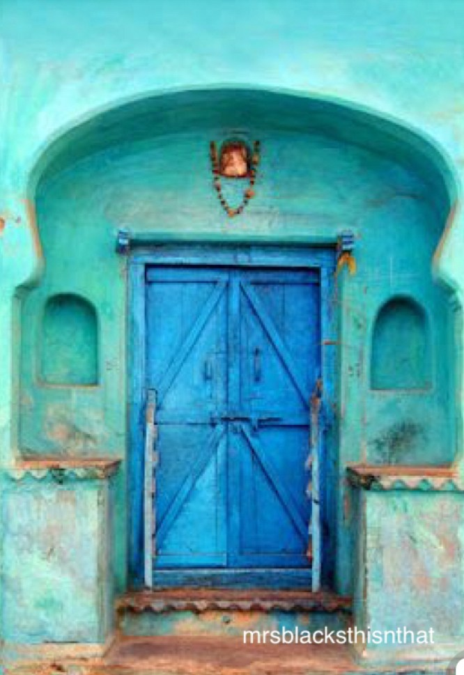 mrsblacksthisnthat-blue-door-turquoise-house