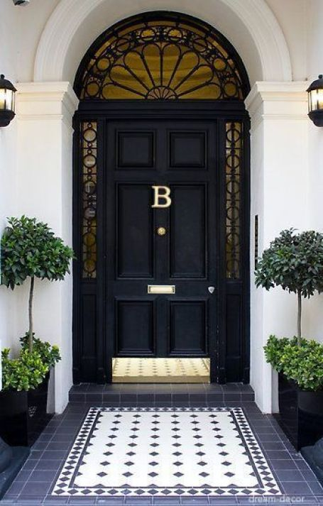 dream-decor-black-door-navy-tile-topiaries
