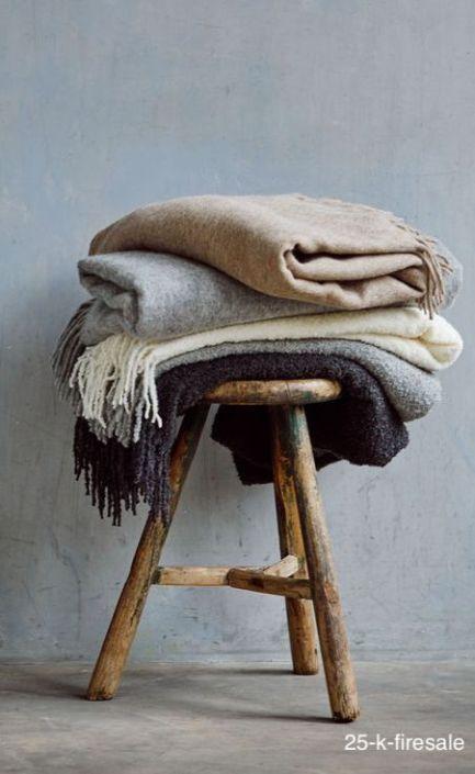 25-k-firesale-wood-stool-blankets
