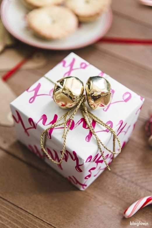 bloglovin-jingle-bells-gift-wrap