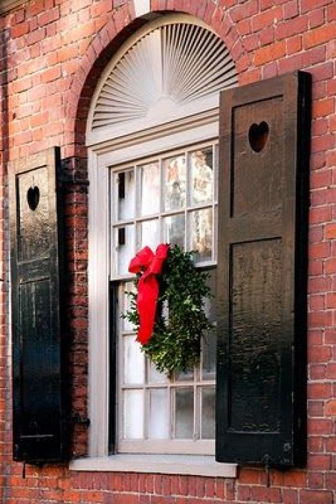 monacointeriors-brick-house-christmas-wreath