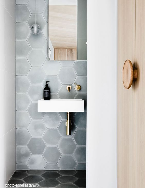 ameliastanwix-hexagon-bathroom-wall-tile