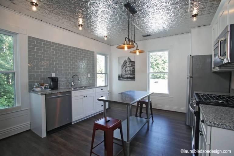laurelbledsoedesign-airbnb-makeover-vintage-tin-ceiling