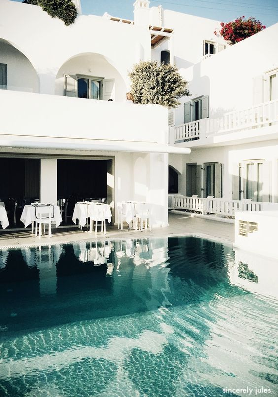 sincerelyjules-pool-white-architecture-turquoise