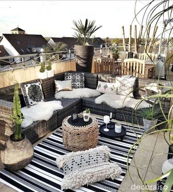 decoraiso-black-white-outdoor-patio-littleblackdomicile
